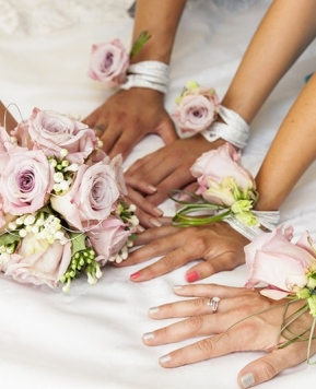 Wedding day, l'idea in più: il bouquet da polso