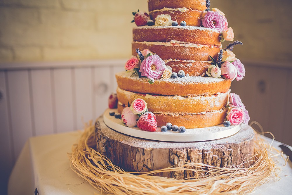 Stanca delle solite wedding cake? Nel 2017 la torta è nuda
