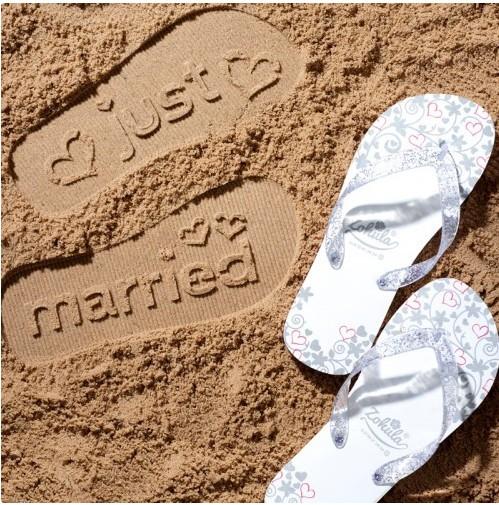 nuovi speciali A basso prezzo accogliente fresco L'idea: ai piedi di sposi e invitati arrivano le...