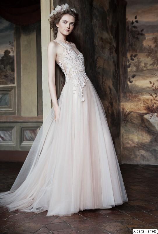 designer fashion 307ac b4610 Sposa, l'abito si tinge di rosa come in una favola romantica ...