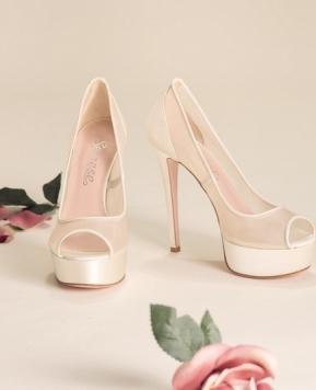 Scarpe sposa, dal sandalo al décolleté trionfa l'eleganza