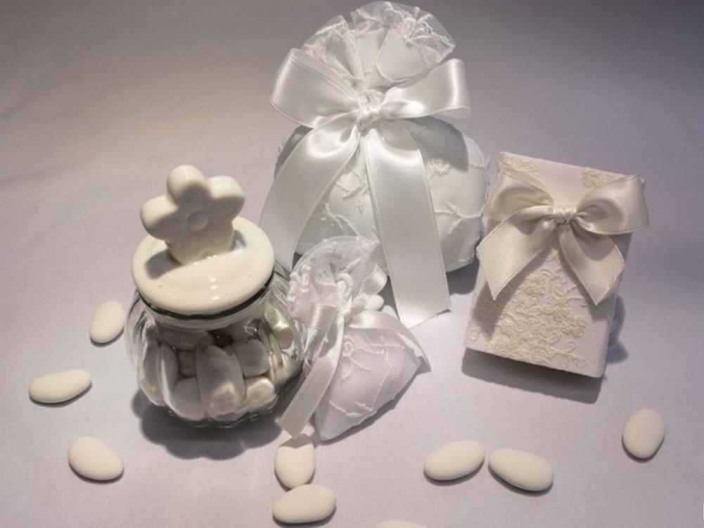 Confetti Bomboniere Matrimonio.Confetti E Bomboniere Alcune Idee Per Un Matrimonio Di Gusto