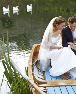 Un sì da favola: sobrie ed eleganti le nozze al castello firmate Monia Re