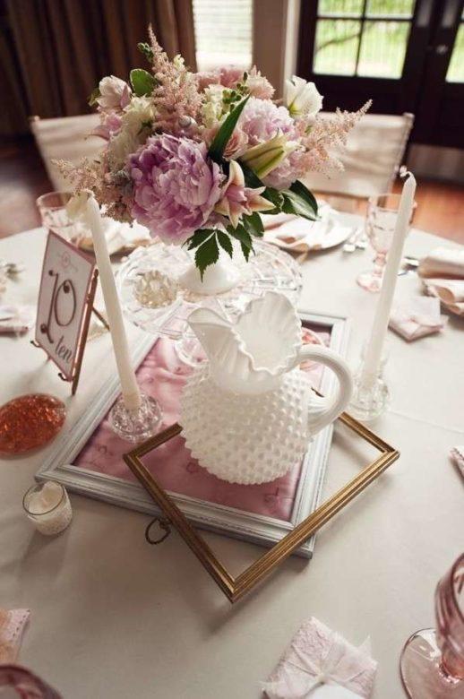 centrotavola-originale-con-elementi-bianchi-e-rosa