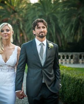 Simona e Valerio, un «Sì» che risuona al tintinnio dei cristalli