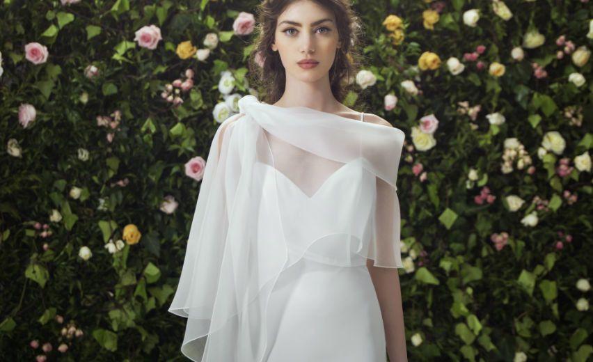 e0897ed1f08f Direttamente dalle passerelle delle ultime bridal week arrivano le tendenze  per gli abiti da sposa 2017. Dettagli da non perdere per essere glamour nel  ...