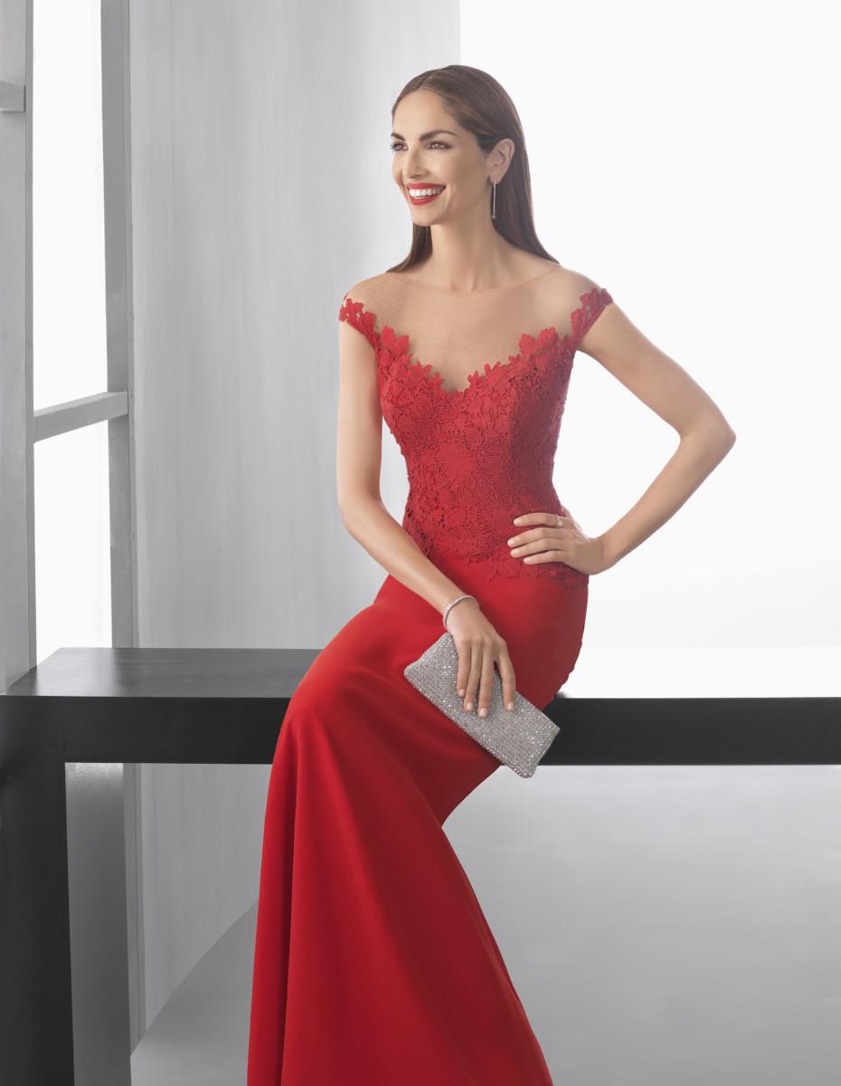A dare il volto alla Collezione Cocktail 2017 di Rosa Clarà è la top model  spagnola Eugenia Silva. 49ff1d1617a