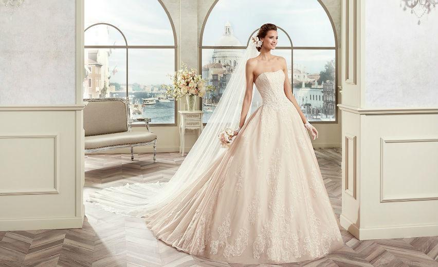 Abiti Magazine A Spose Sfilano Gli Barcellona Di Sposi Nicole 7fyYb6vg