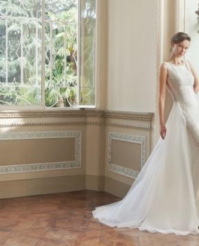 L'abito da sposa con sopragonna, quel tocco coquette