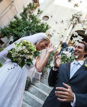 Lucina Campisi cura la «festa di mezza estate» di Costanza e Luca