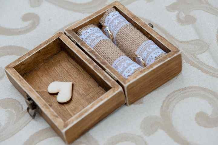 Cofanetto di legno porta fedi