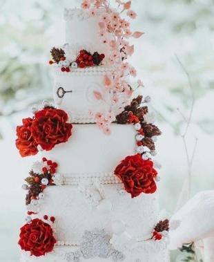 Matrimonio e un tocco di classe: la torta nuziale con i fiori!