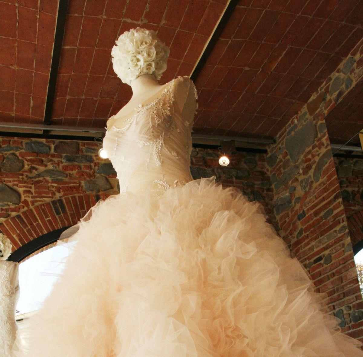 innovative design 774fe 16c37 Abiti da sposa fatti a mano, la collezione Exclusive di ...