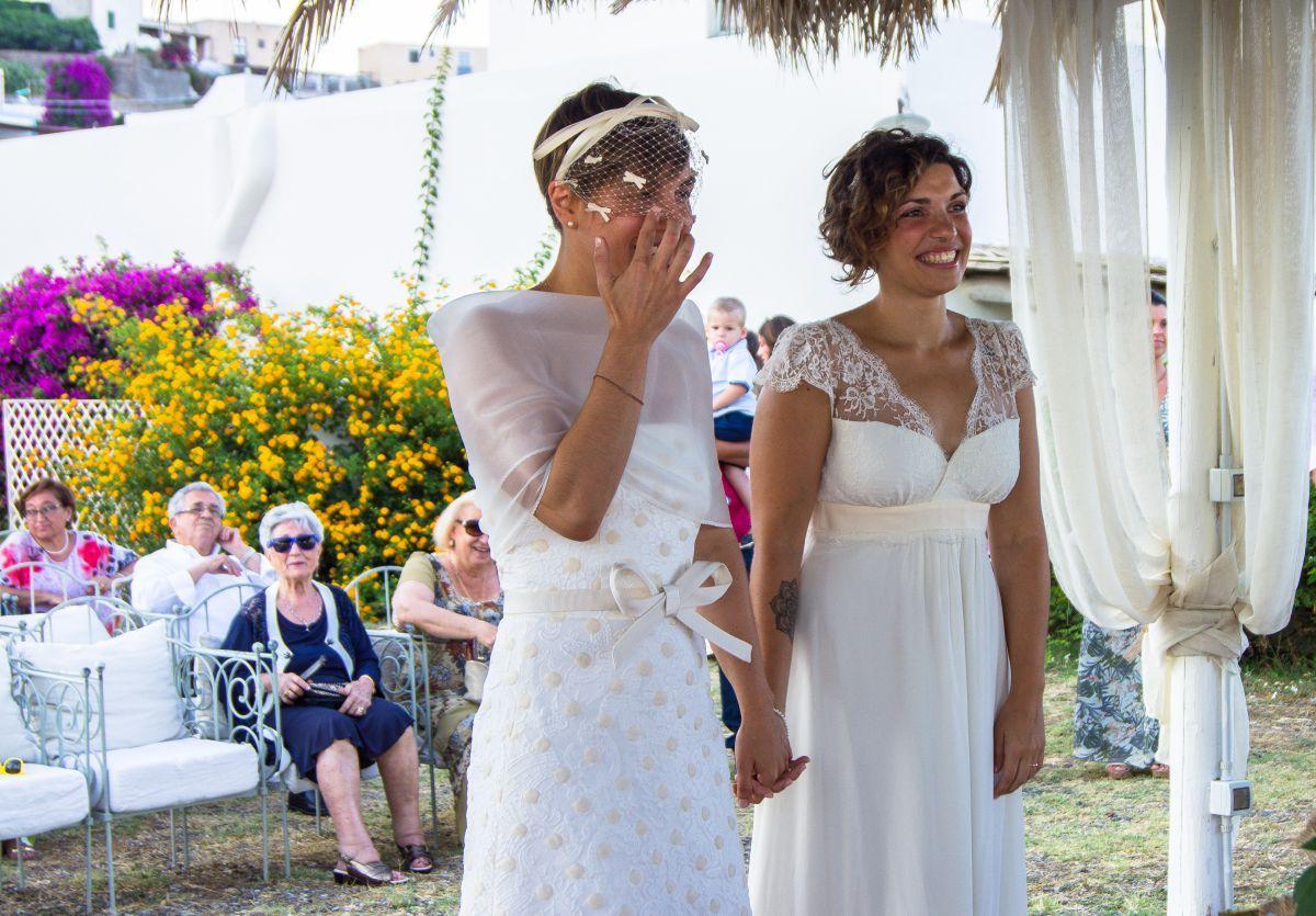 """L'unione civile in un'isola di Claudia e Anna organizzata da """"Eolie in Love"""""""