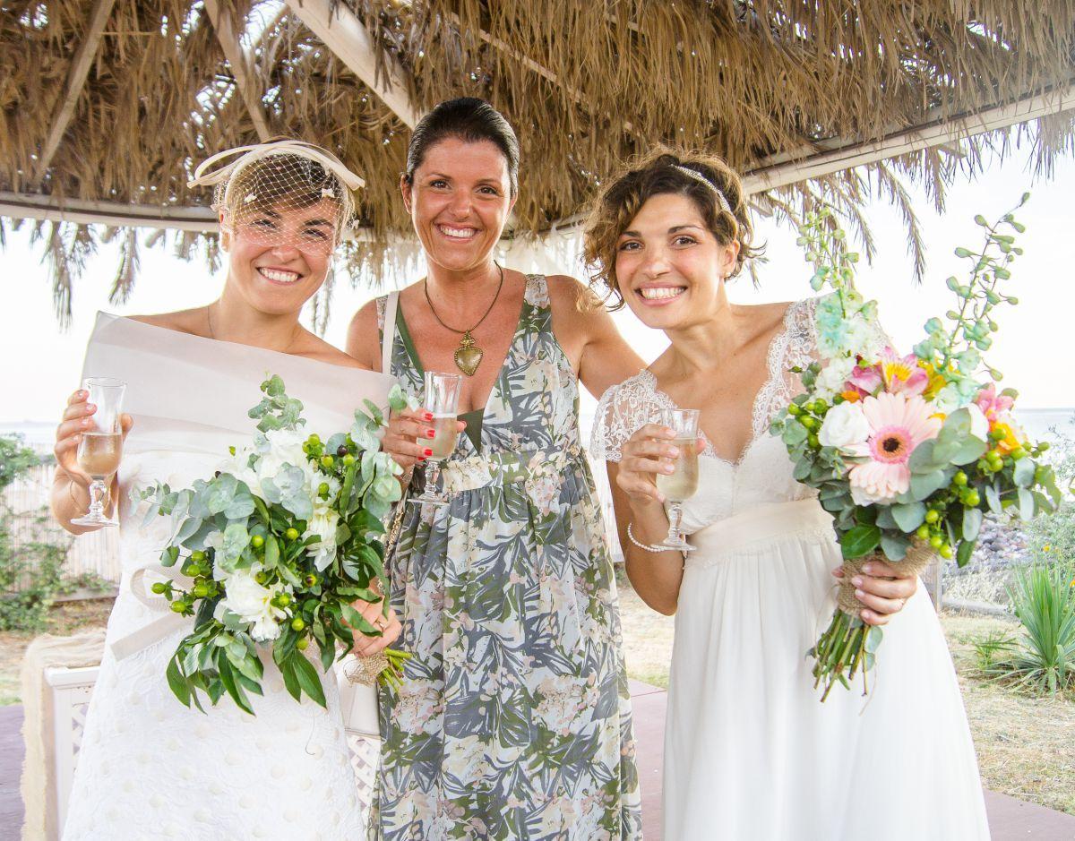 "Francesca Casamento di ""Eolie in Love"" insieme alle due spose Anna e Claudia"
