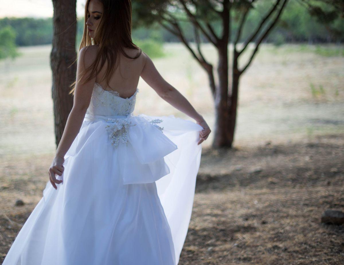 Uno degli abiti da sposa Rosa Alessi 2018 della collezione Acqualmare