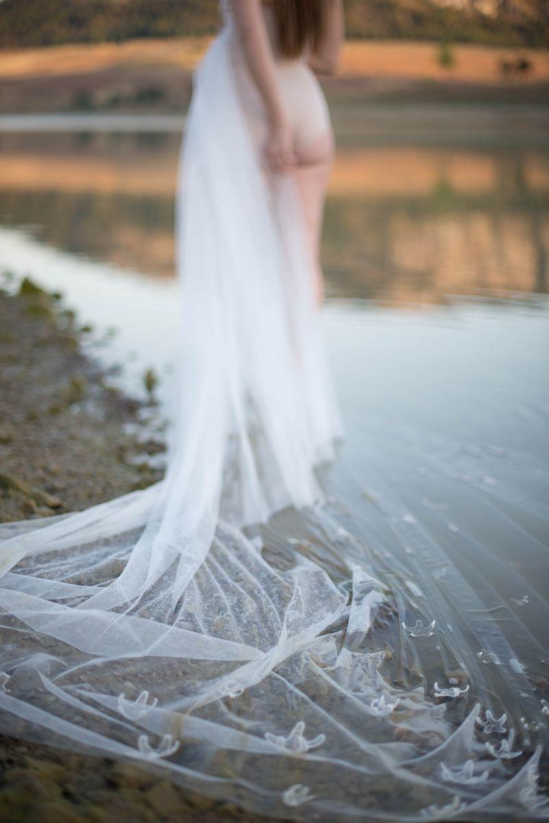 Il velo di Acquario, uno degli abiti da sposa Rosa Alessi 2018 della collezione Acqualmare