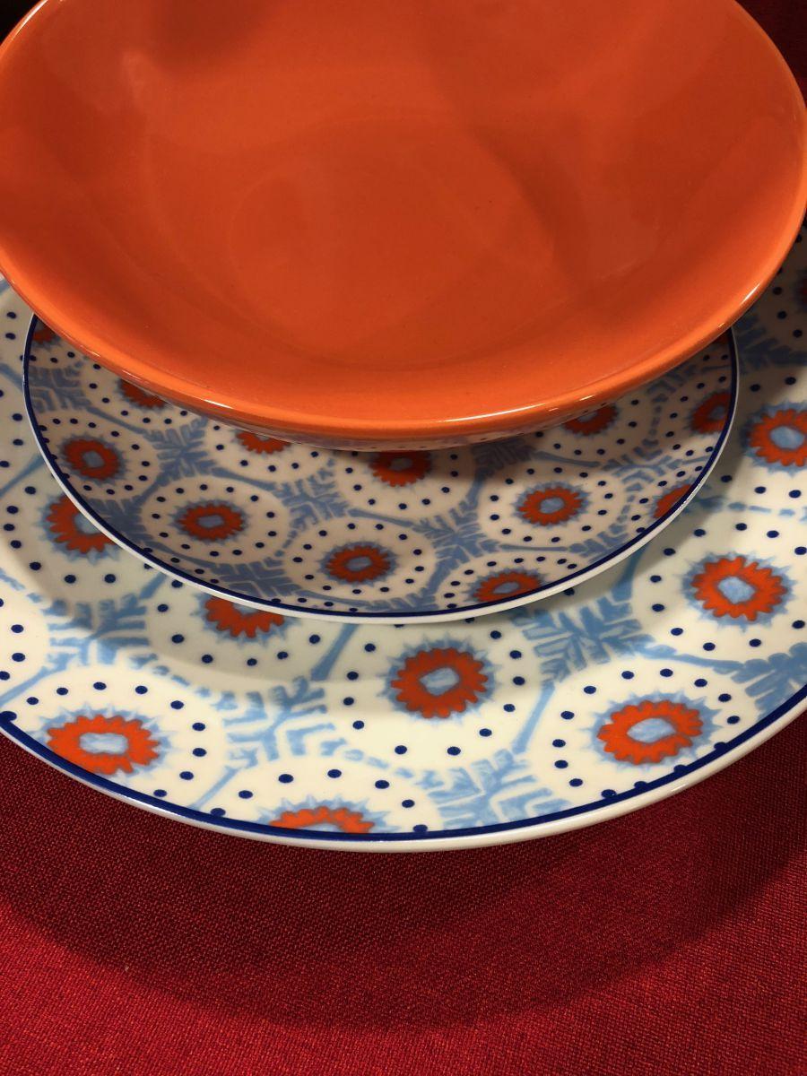 Arancio, blu e celeste. Accostamenti forti e decisi che piacciono sempre più. In vendita presso Bellavia, a Palermo