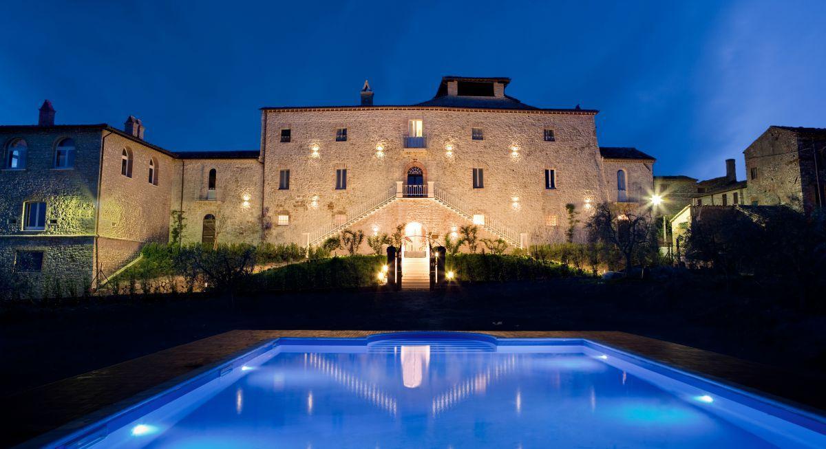 Matrimonio in un castello, le nozze glamour di Natalie e Terry in Umbria
