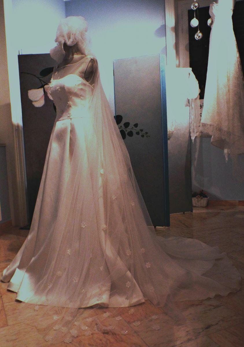 """In anteprima il modello """"Sherbet"""", uno degli abiti da sposa Rosa Alessi 2018 della collezione Acqualmare"""