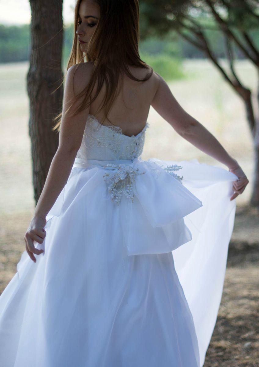 """Modello """"Yasmine"""", uno degli abiti da sposa Rosa Alessi 2018 della collezione Acqualmare"""