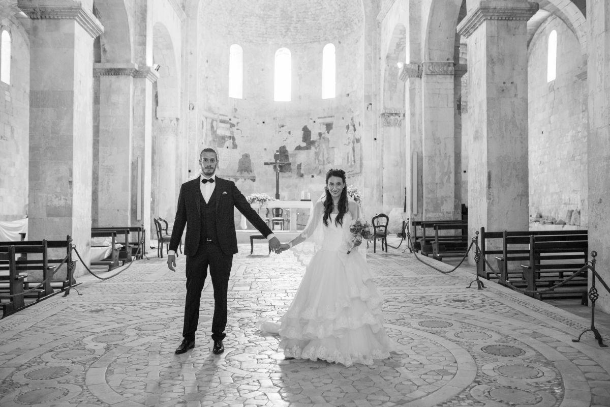 Jessica e Lorenzo felici nel giorno del loro matrimonio in stile medievale