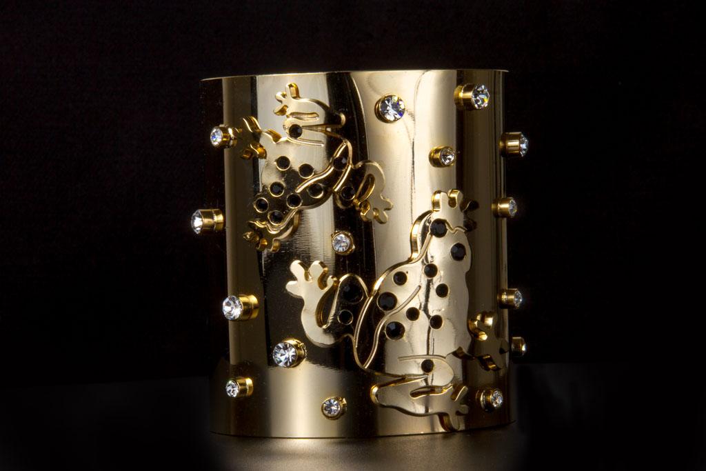 """Il bracciale alla schiava ispirato alla """"rana dorata"""" di Chiara Vitale e dedicato alla città di Panama"""