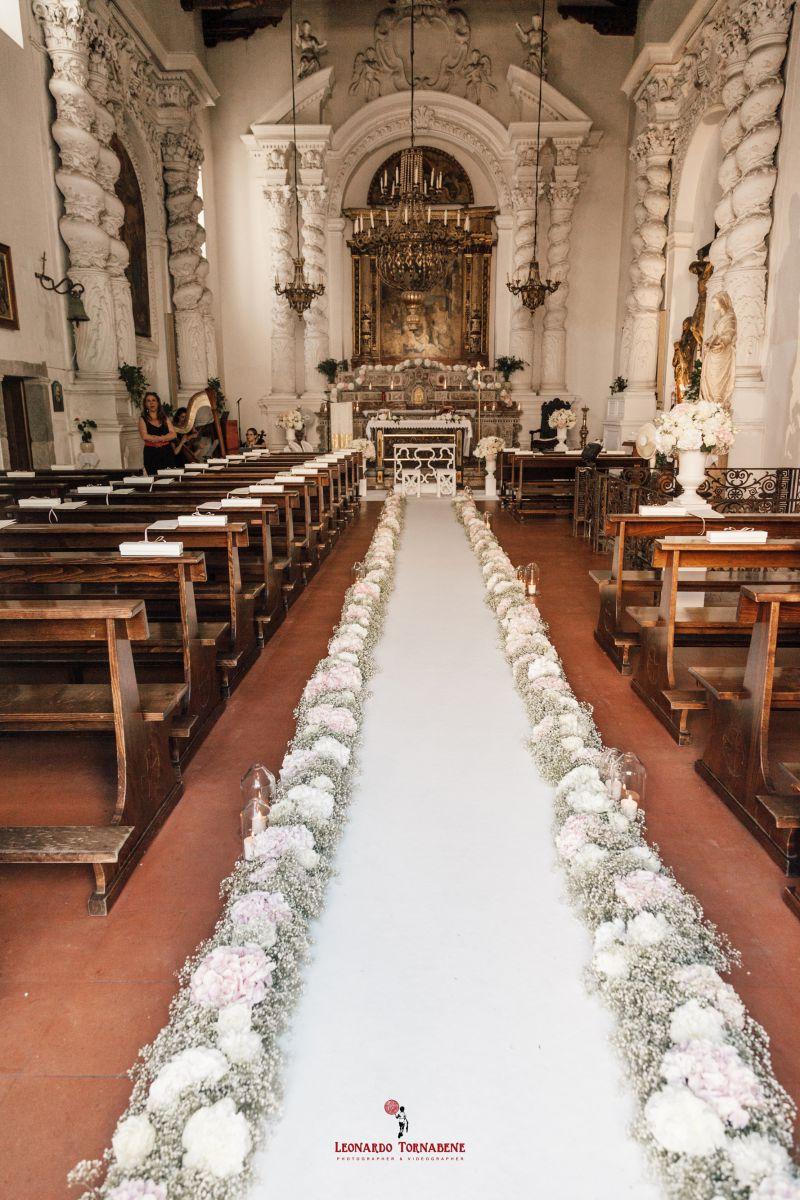 Il tappeto nuziale di trenta metri al matrimonio di Salvo e Maria Pia organizzato da Fiorelli Wedding