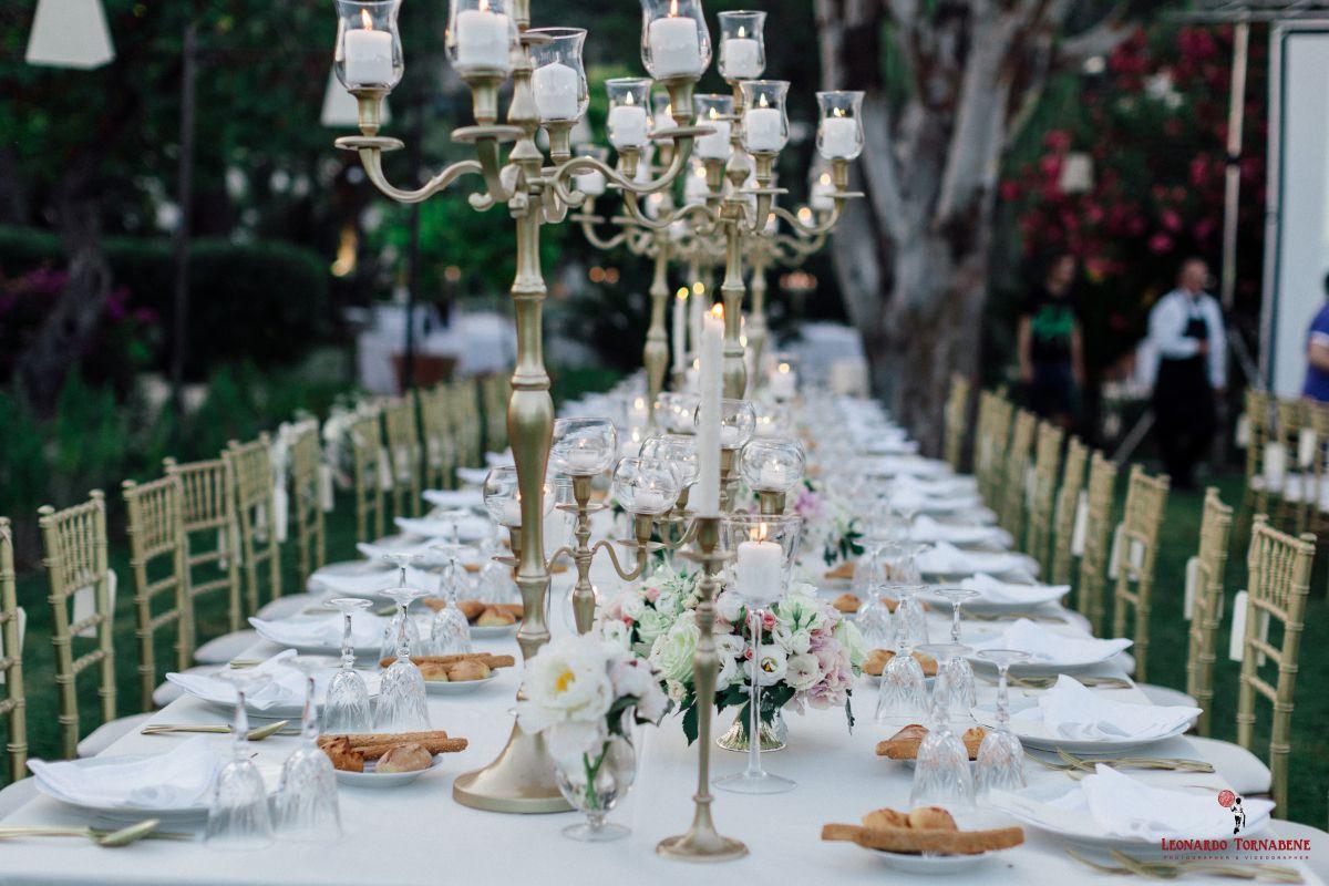 Dalla mise en place ai candelabri: il matrimonio a tema oro di Maria Pia e Salvo organizzato da Fiorelli Wedding
