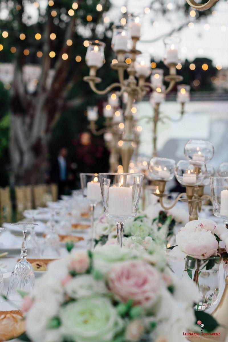 Bianco, oro e rosa cipria i colori per le nozze di Salvo e Maria Pia organizzate da Fiorelli Wedding