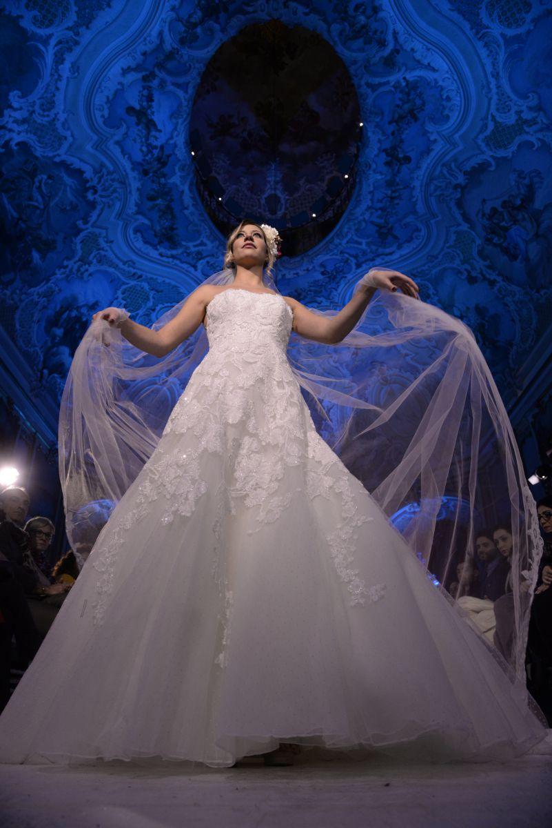 Uno degli abiti in passerella al Dreams Day organizzato da Polisano Spose - Foto Salvatore Siracusano
