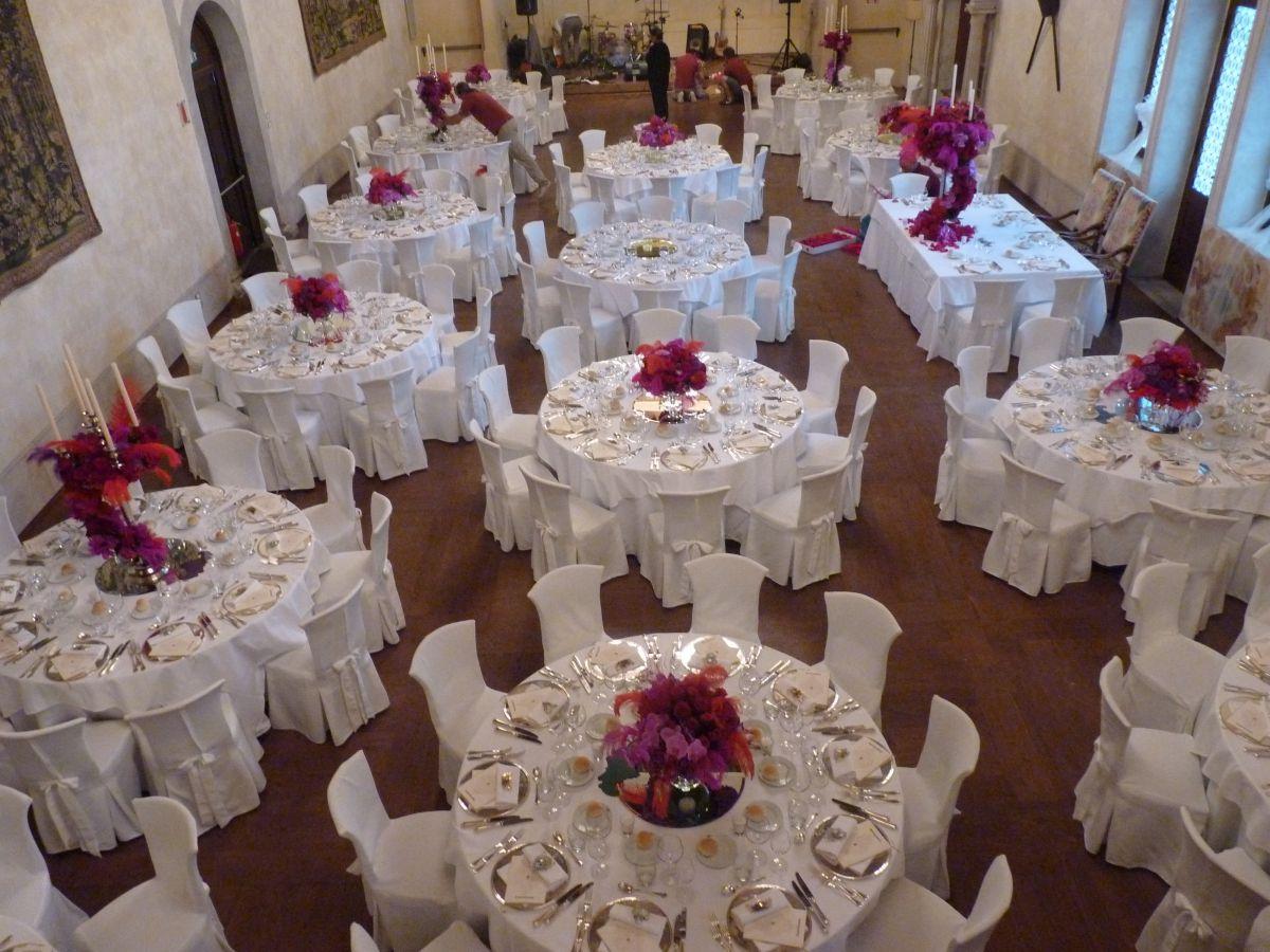 Mise en place semplice ma raffinata sui colori del fuksia per il matrimonio di Miriam e Wadih a Castelbrando