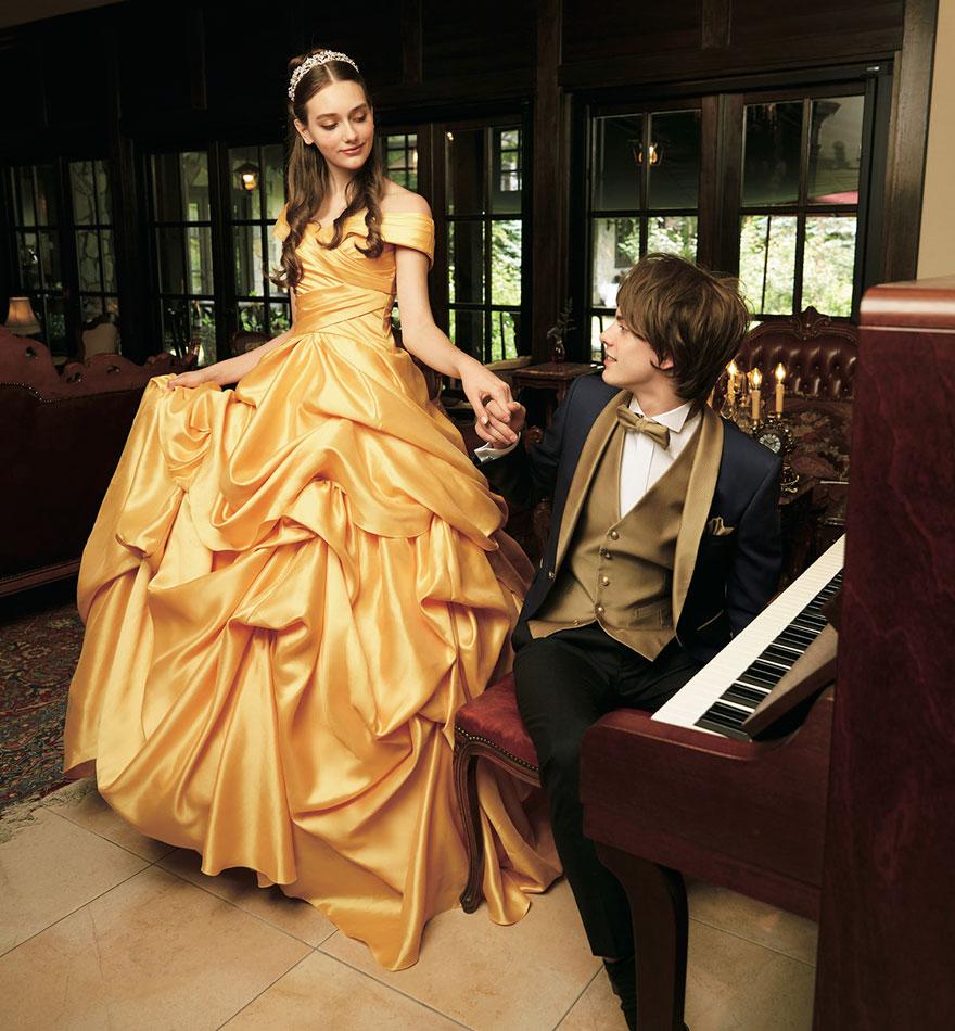Indimenticabile quello di Belle che ha fatto sognare tante di noi ed è uno degli abiti da sposa ispirati alle principesse Disney disegnati da un'azienda giapponese