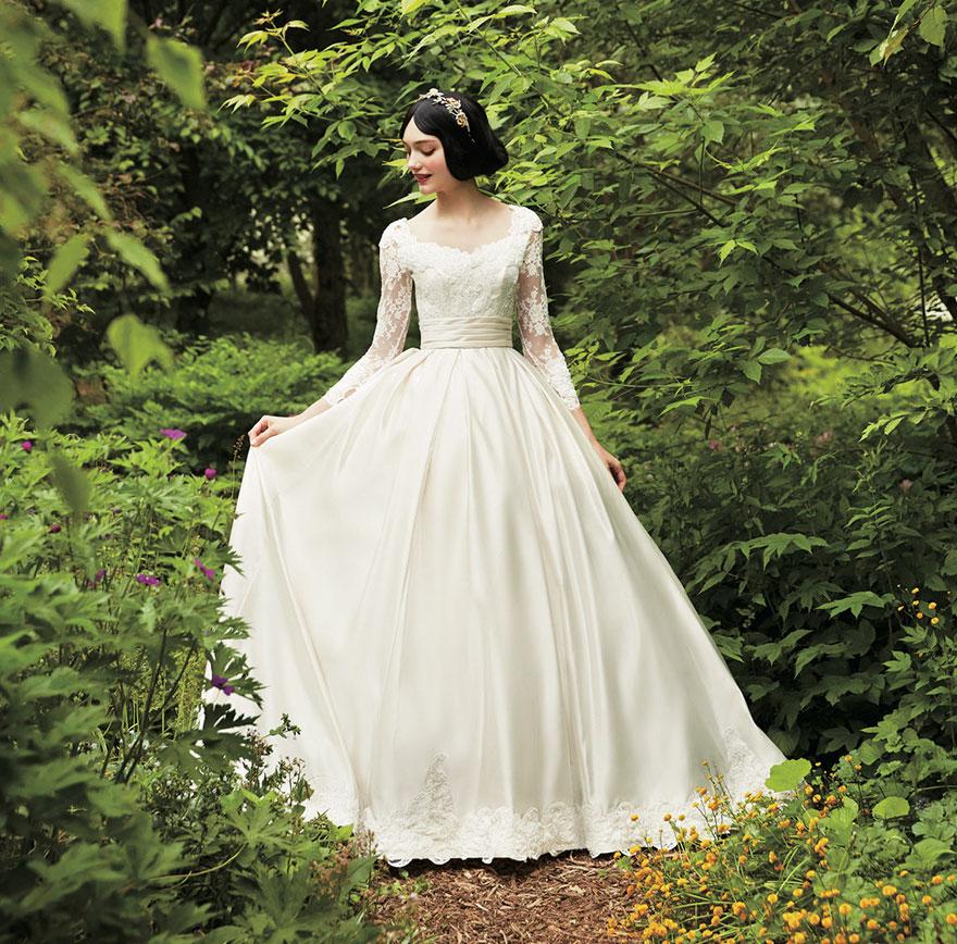 Uno degli abiti da sposa ispirati alle principesse Disney è la versione in bianco di Biancaneve