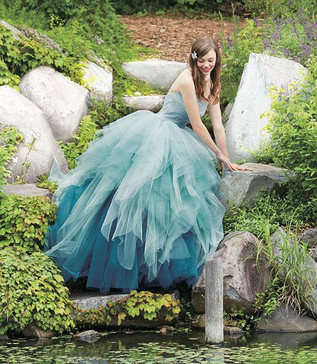 I colori del mare per uno degli abiti da sposa ispirati alle principesse Disney. In foto quello ispirato alla sirenetta Ariel