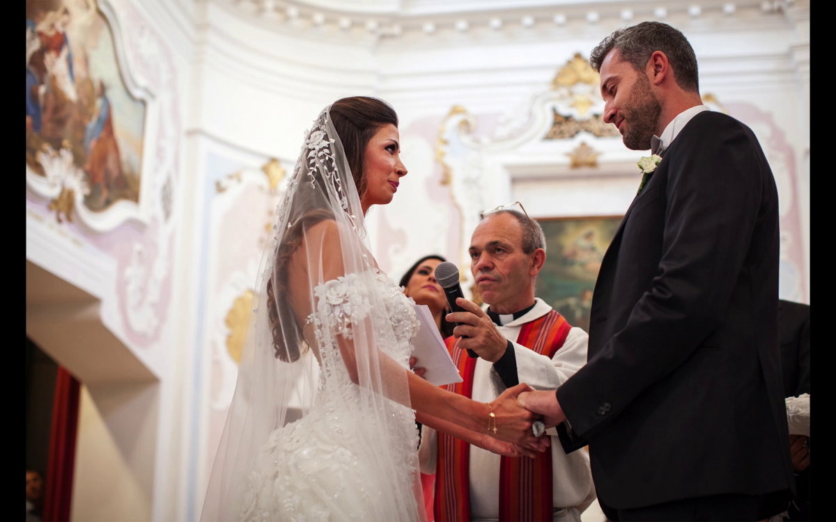 Miriam e Wadih si sono giurati amore eterno nella cappella di Castelbrando