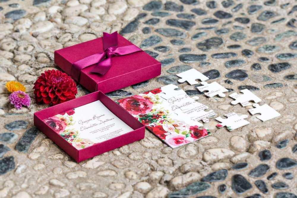 La scatola per le partecipazioni realizzata con i puzzle alle nozze di Giorgio ed Elisabetta
