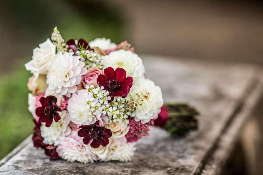 Il bouquet di Elisabetta nei colori del bordeaux
