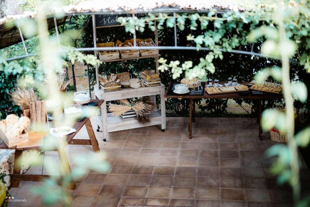 Il frutteto in cui gustare formaggi tipici e pane appena sfornato alle nozze di Francesco e Francesca organizzate da Sara Events