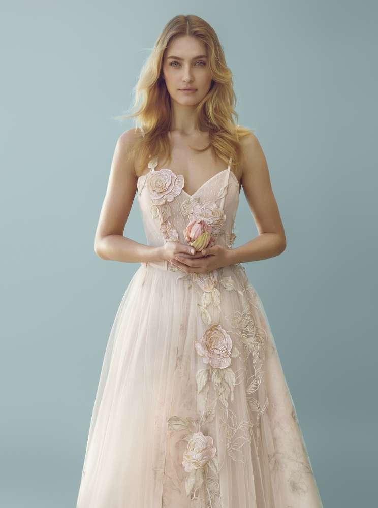 85784485ac Abiti da sposa Blumarine 2018, linee romantiche per l'ultima collezione