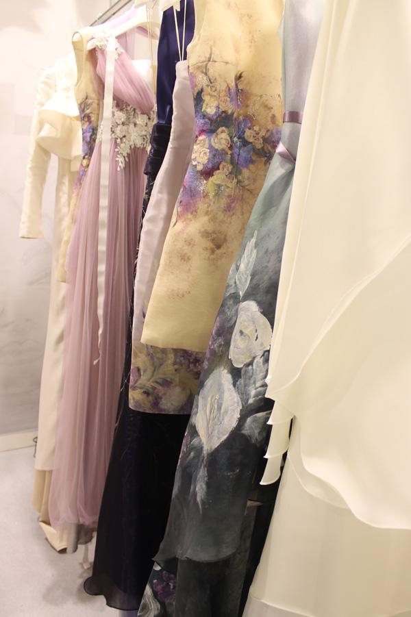 Gli abiti dipinti della collezione White Love di Mariel Sposa