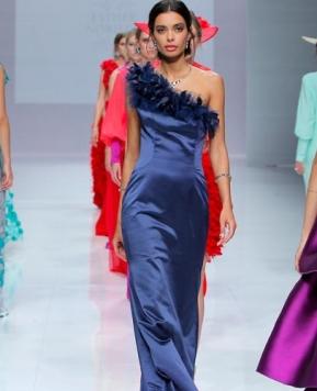 Esther Noriega, nei suoi abiti tutti i colori di Valladolid