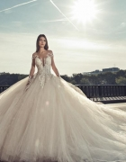 Abito da sposa in base al fisico: i modelli per le 5 tipologie del corpo femminile