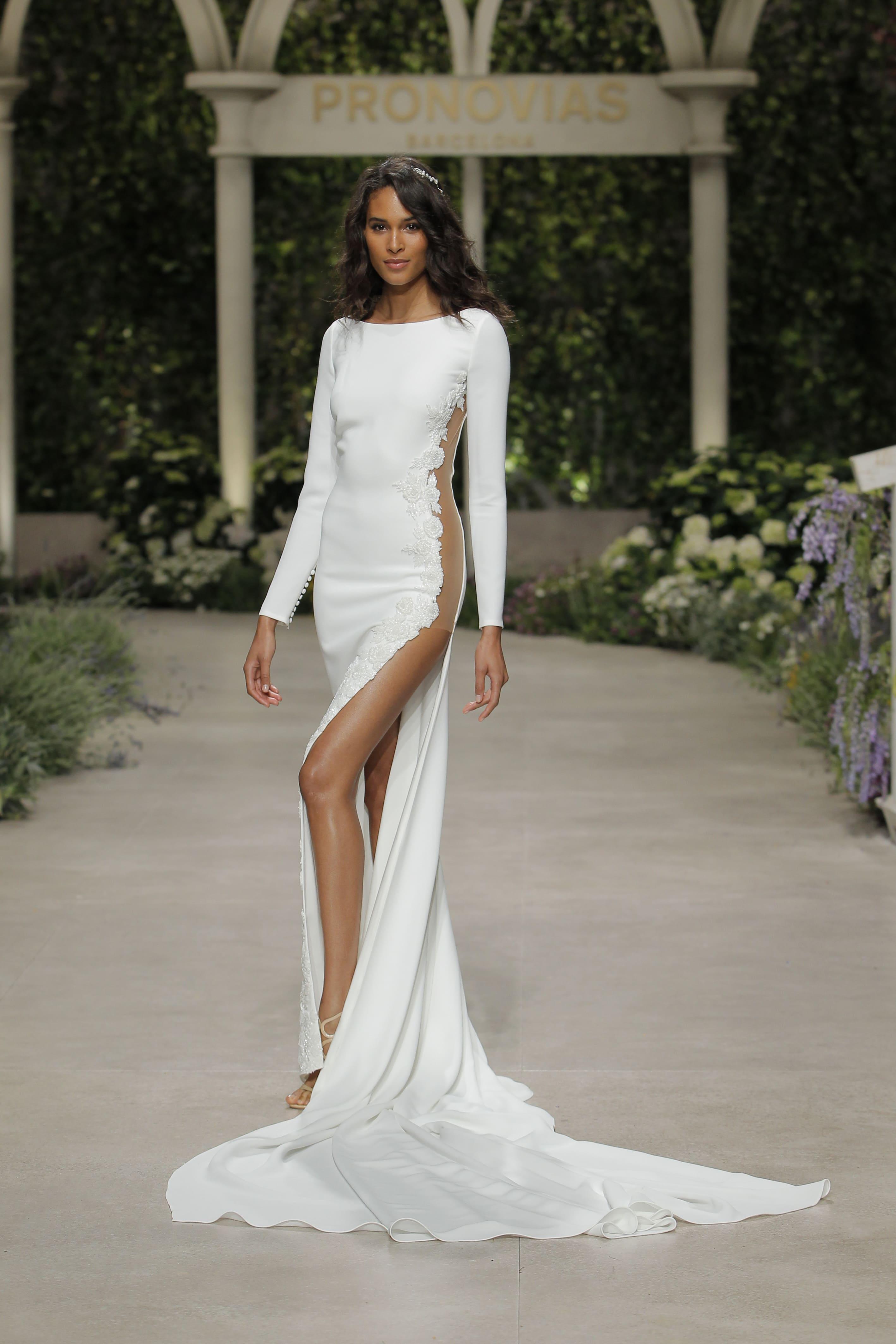 e60aa810a55e Rosa Clarà 2019. Femminilità sofisticata e chic per gli abiti da sposa ...