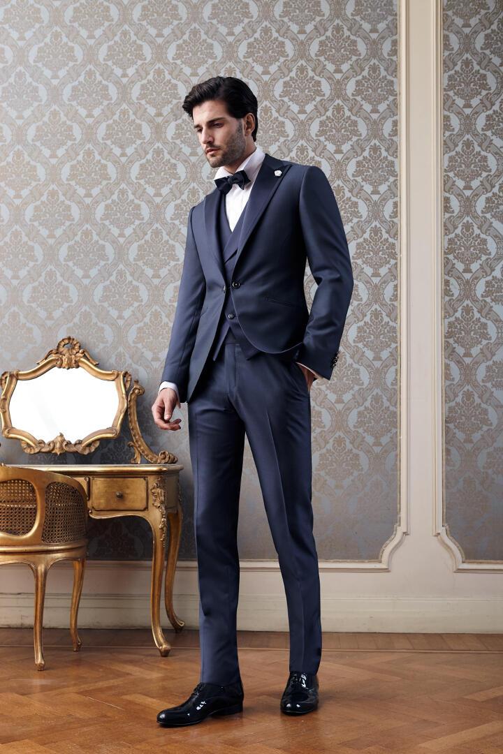 l'atteggiamento migliore 57d91 265cf Abito da sposo Petrelli in esclusiva per l'atelier Gabriella ...