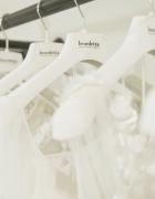 Ashley Graham x Pronovias, un'elegante collezione per tutte le taglie