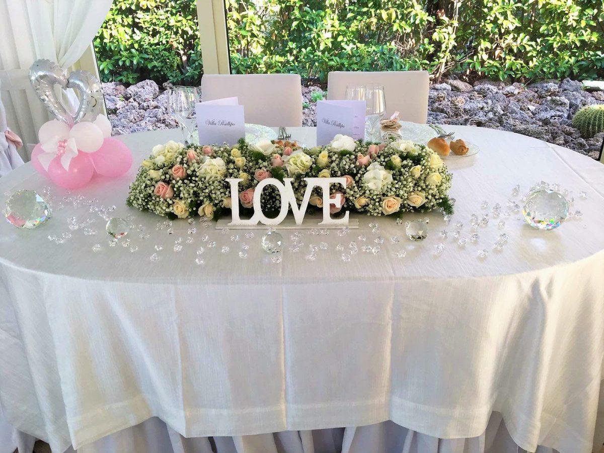 Scritta Love tavolo sposi