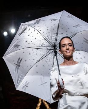 Accessori sposa Chiara Vitale, la magia irrompe su ombrelli, borse e veli