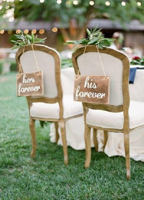 Decorare il tavolo sposi con scritte