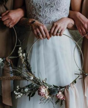 Bouquet da sposa originali, natura e colori protagonisti del bridal look